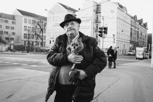 First streetshot of 2020. Now off to Mumbai. Vienna, 🇦🇹, 2020. • • • #streetphotography #schwarzweiss #wienliebe...