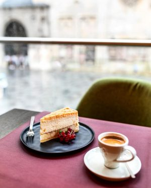 Start your weekend right 🍰 ☕️ at our CAFE GIACOMO ARAGALL . . . #viennesecoffee #coffeetime #viennesecake...