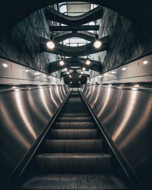 A long way up 2.0... / • • • #viennatouristboard #viennaaustria #vienna_go #wienstagram #igersvienna #citykillerz #citygrammers #streetstyle...