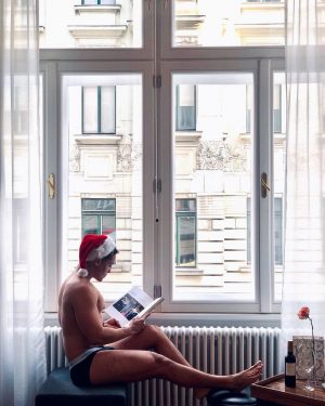 Merry Xmas everyone out there! . . . . . . #myaltstadt #mycalvins #christmas #vienna #hotelview Hotel...