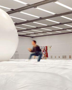 İşte bize böyle sanat eserleri ile gelin 🤺 Viyana Modern Sanat Müzesi de Kopenhag Lousiana müzesinde kullanılan...