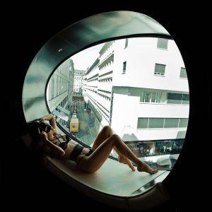 Если прогуливаясь по улицам Вены, Вы заглядываете в окна, то, возможно, Вы видели бэкстейдж этой съемки 😉😜🍓...