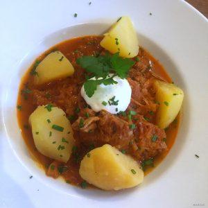 Szegediner Krautfleisch (Székelygulyas) Der heutige Tagesteller im @mqdailywien Ein Klassiker der Wiener Küche. ...