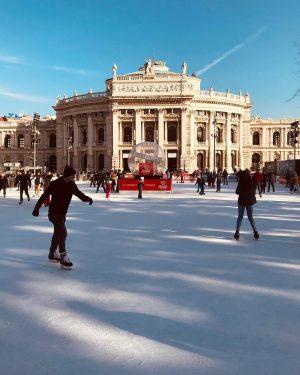 Amanhã a partir das 19:00 a pista de patinação no gelo da prefeitura de Viena abre as...