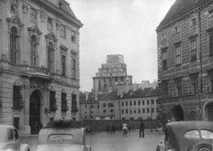 Ballhausplatz 1950|2019. Anlässlich der heutigen Angelobung der neuen österreichischen Bundesregierung gibt es heute ein Foto des Ballhausplatzes,...