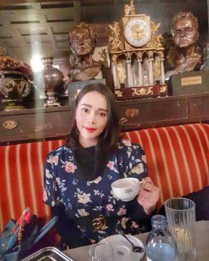 Tea... coffee.. or me..?? Haha~ 🍵☕🤷♀️ Café Hawelka