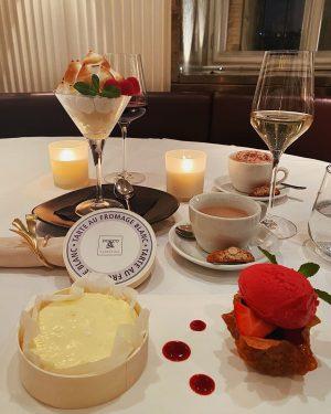 Wir wünschen Euch allen einen süßen Montagabend... am besten mit unseren hausgemachten Desserts - Tarte au fromage...