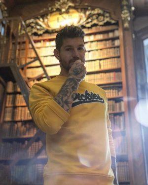 Là, je me livre à vous ... 📚 #vienna #nationalbibliothek #livres #travellerslife #dickieslife #tattoos #austria #inkedarm Österreichische...