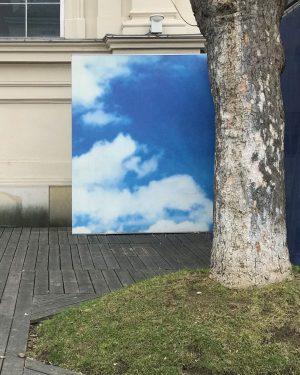 Cloud (grounded) #clouds #cloud #wolken #wien #wienerwolken #design #cityscape #fotodestages MQ – MuseumsQuartier Wien