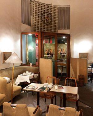 Kaffeehaus ☕️ . . . . #wien #cafeprückel #kaffeehaus #wienerkaffeehaus #interior #vienna #retrointerior #vintageinterior #midcenturymodern Café Prückel