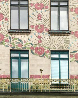 Immeuble de Otto Wagner. Médaillons décoratifs de Koloman Moser. #vienne #architecture #jugenstil #ottowagner