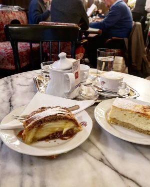 Wiener Kaffeehaus mood ❤️ . #wien #wienliebe #kaffeehaus #wienerkaffeehaus #sperl #cafesperl #igersvienna #igersaustria ...