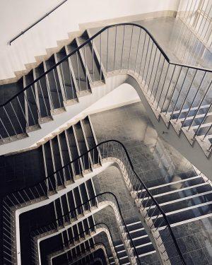 Staircase Beauty . . . . #igersvienna #igerswien #wien #vienna #staircase #1960s #marble #stairs #lookingdown #staircaselovers
