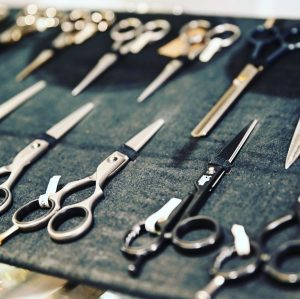 Haushaltsscheren, Haarscheren, Bartscheren, Papierscheren, Silhouettenscheren, Stickscheren auch im Storchendesign, Handarbeitsscheren, Linkshänderscheren, Stoffscheren, Nagelscheren ...