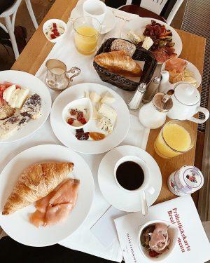 Завтрак гедониста) #breakfast #vienna #goodmorning #vsco #vscocam #breakfasttime #austria #yummy #morning Grand Ferdinand ...