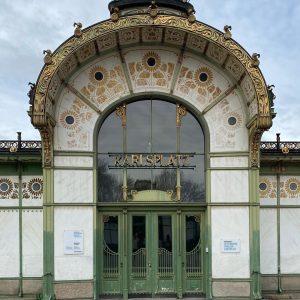 Otto Wagner Stationen in Wien. Damals Stadtbahn und heute U-Bahn. Prunkvolle Stationen und ...