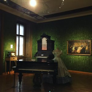 Strauss Museum 🎼🎻 Can you dance the Viennese Waltz? 🇦🇹 I can. 💃🏼😋 . . . #strauss...