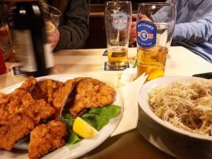Schnitzel & cheap beer 💯 After days with intense tasting & not spitting all the time @martinnittnaus...