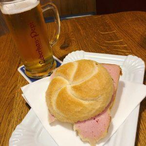 #meatloaf #leberkaspepi yummy😋 fall in love with this Austian meatloaf sandwich 昨天随便吃了一下就爱上了...天啊...今天又屁颠屁颠地找了一家当早餐...没错就是这个看起来普通的要死的面包夹火腿肠🤤是不是我太饿了? Leberkas ...