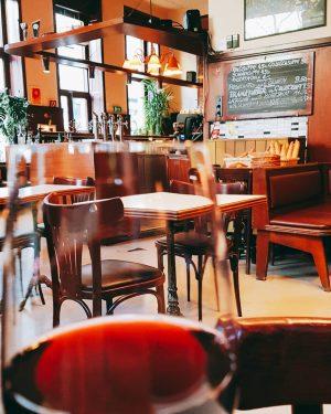 Plavac for monday #beč #wien🇦🇹 #vienna🇦🇹 #igersvienna Anzengruber-Cafe