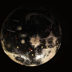 Keine Sorge, wir haben für den heutigen Star-Wars-Tag keinen Todesstern gebaut. 🌑 Diesen geheimnisvollen Mondglobus gibt es...