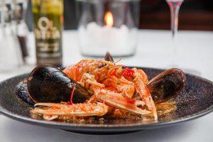 #restaurant #fishrestaurant #seafood #goodfood #gourmet #winelover #foodie #foodlover #tasty #delicious #mediterranean #croatian #dalmatian #mussels #scampi #foodblogger #enjoy...