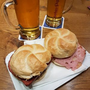 Per la nostra prima cena a Vienna non potevamo che assaggiare uno dei ...