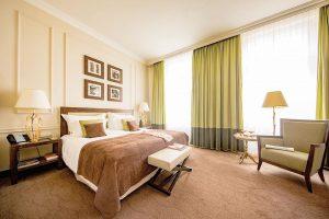 #spaciousroom #relaischateaux #theringvienna #hotel #hotels #luxuryhospitality #travelgram #instatravel #businesstraveller #frequentflyer #wien #vienne #vienna #roominspiration The Ring Vienna's...