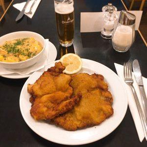 비엔나 둘째날 먹은것들 메인이벤트 #슈니첼 예상 가능한 맛인데 왜 때문에 비싼 곳을 골라서 먹고 후회하는 나란 인간.....