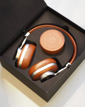 AMICIS outlet: trust in our CEO. stylish noise-cancelling headphones. your world on - reality off %%% get...