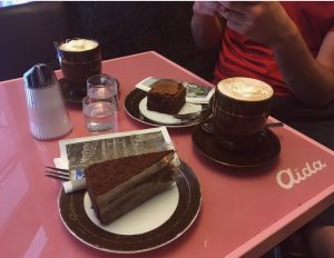 Cake pit stop 🌸🍰 #cake #hotchocolate #sweettreats #vienna #austria #pink AIDA Cafe-Konditorei