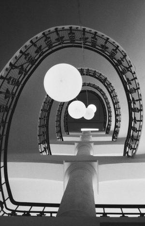 #stairwell #bnw_architecture #literaturmuseumwien #filmisnotdead #35mm #ilfordphoto #ilforddelta400 #canonae1program #grainisgood #shootfilmunder1000 #boxspeedfeature #bnwfotograff #bnw_vienna #analogclub Literaturmuseum der Österreichischen...