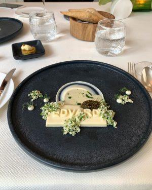 Очень уютный ресторан в центре Вены. Органическая кухня, звезда 🌟 Мишлен. Всем гурманам, да и просто тем,...
