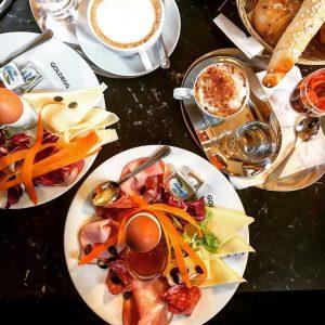 *Anzeige* Sweet & Cozy 6/7💕 Hello Foodies😋 Das @CafeGoldegg ist ein Ort mit mehr als nur einem...