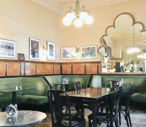 а ещё здесь много старинных кафе и кофеен, где интерьер и традиции заведений почти полностью сохранились со...