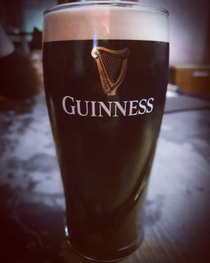 Una auténtica Guinness tirada...que emoción!!!! Josef Cocktail Bar