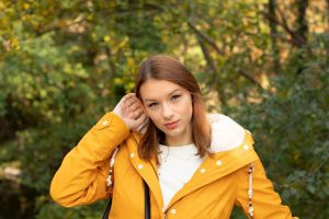 Adél - @szabadina ------------------- #autumn #weather #park #portraitphotography #yellow #colorful #hair #amateurphotography #gurushots #davidgajdics #vienna #wien #austria...
