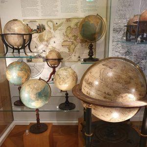 Nous avons passé notre dernier après-midi à Vienne à visiter deux musées : le musée des globes...