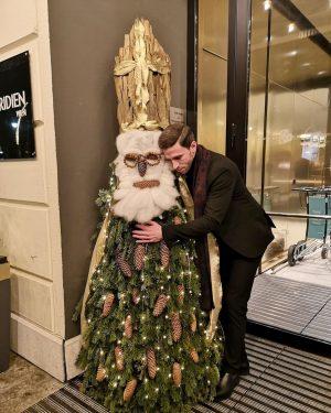 «Promis Père Noël cette année j'ai été hyper sage et j'ai bien travaillé à l'école !» 🎁❤️...