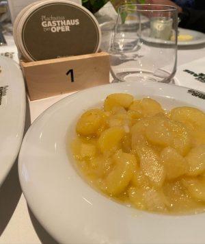 Очень... это салат так то) идёт к венскому шницелю. Plachuttas Gasthaus zur Oper