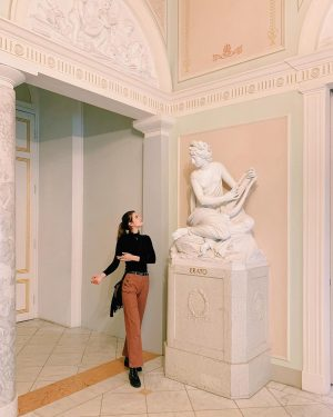 Bajo mirto y 🥀 🌹, las diosas q hay en todas Albertina Museum