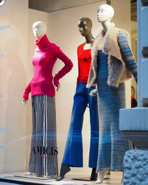 AMICIS outlet: when you ask your girls not to attract attention for at least once in your...