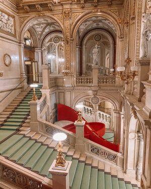 Inside the stunning Vienna Opera House. 🩰 #Vienna #Austria #visitaustria #beautifulplaces #Europe #travelgram #traveldiaries #operahouse #instatravel #letsgosomewhere...
