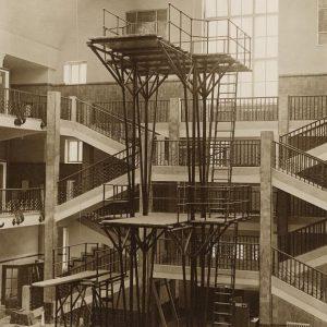Wer traut sich vom 10-Meter-Turm? Das Original ist im 1926 eröffneten Amalienbad zwar nicht mehr erhalten, doch...