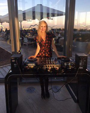 DJ Hanna in the House ❤️✌️ #sunnyday #sunday #dj #bar @aurorarooftopbar #ootd #music #vienna #happysunday #blondegirl #djpult...