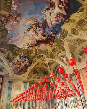 O dramático campo das 286 rosas-faca foi criado pela artista austríaca Renate Bertlmann ...