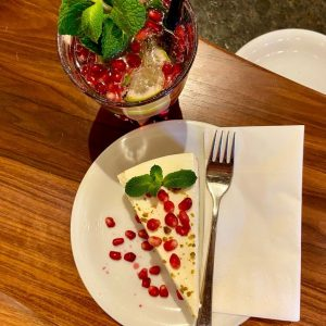 Wir hatten heute zu Mittag Kuchen im @mqdailywien - und ihr so? 🍰   We had...
