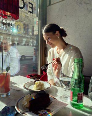 Sacher , в его оригинальном (лучшем) виде. Всего день на Вену, но это место я пропустить не...