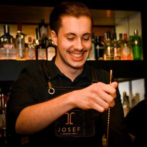 Work with fun... our Josef Cocktailbar Bartenders 😊! Witch one ist the best pic? The best laugh...