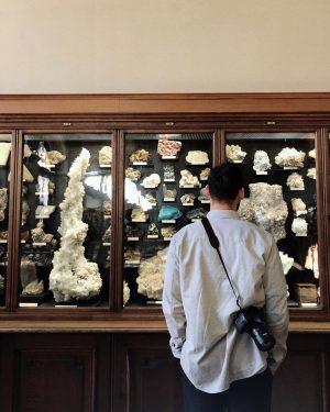 STEINZEIT #nenis #nerdygirl #nerdlife #krassoptik #falafel #vienna #naturhistorischesmuseumwien #mineralien #steine #scheine #archology #kinginthecastle ...